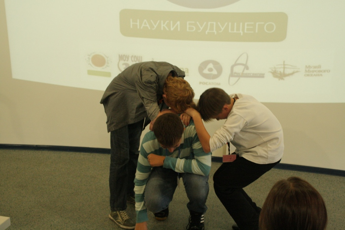 Фото к Восьмиклассники сыграли в шпионов и хакеров… по физике