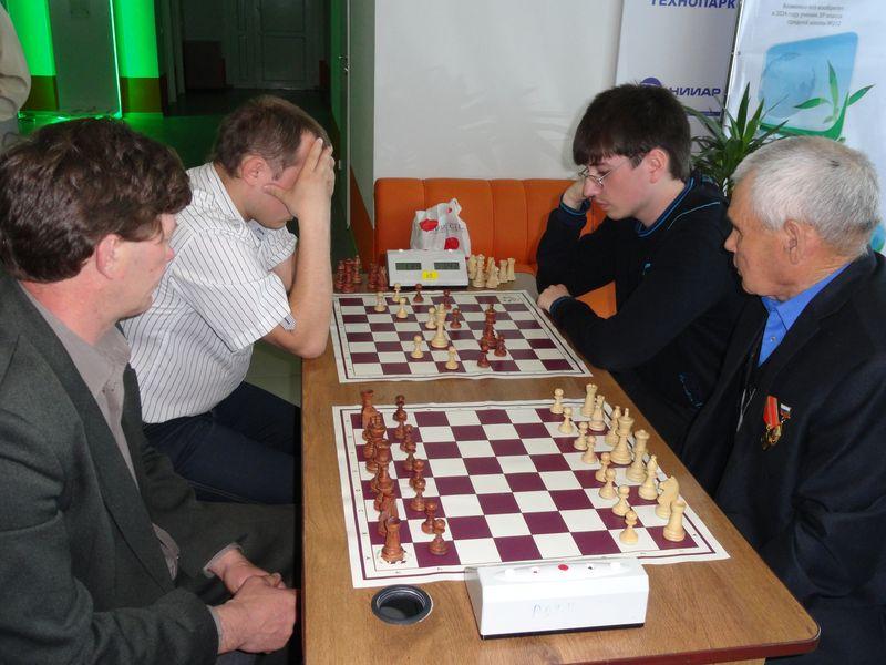 Фото к «Чтоб воевать нам только за шахматной доской!»