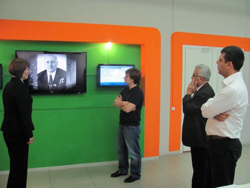 Фото к Турецкая делегация в информационном центре по атомной энергии