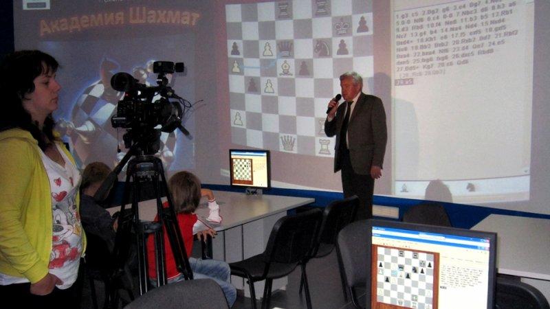 Фото к «Властитель умер», шахматы — живы