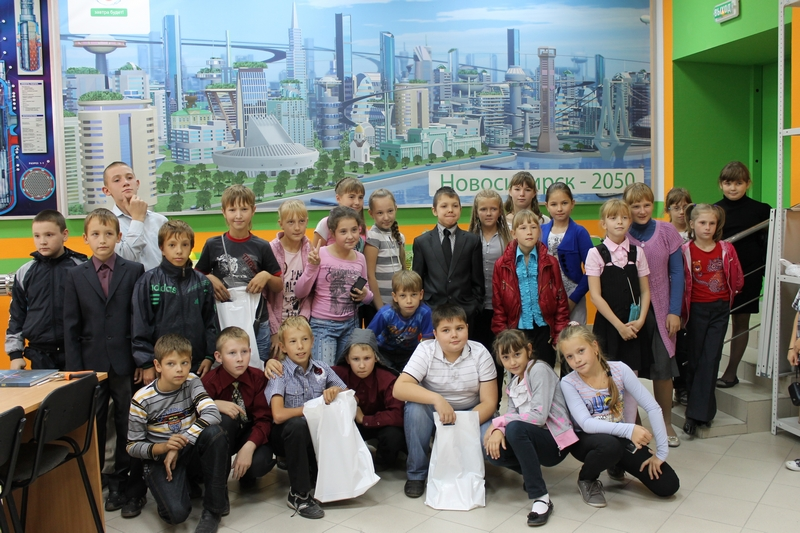 Фото к Новосибирские школьники получили подарки от именинника — компании «ТВЭЛ»