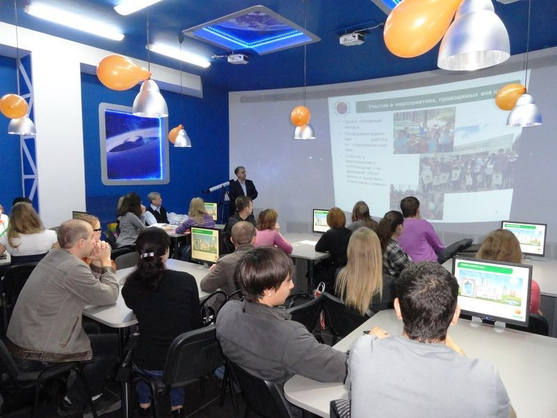 Фото к Встреча представителей НИИАР с общественностью Ульяновска прошла в информцентре атомной отрасли