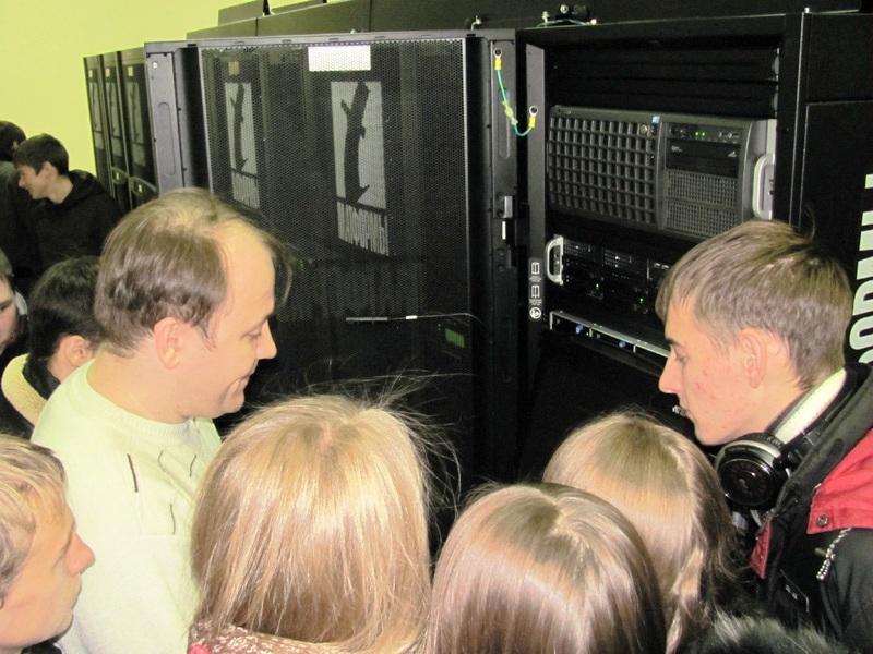 Фото к Участники проекта «Атомный парламент»  познакомились с суперкомпьютерными технологиями