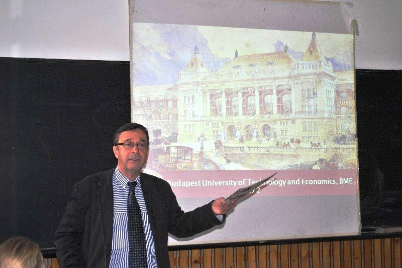 Фото к «Расширяя границы» в Венгрии: магия золотой осени, европейский вуз  и занимательная физика