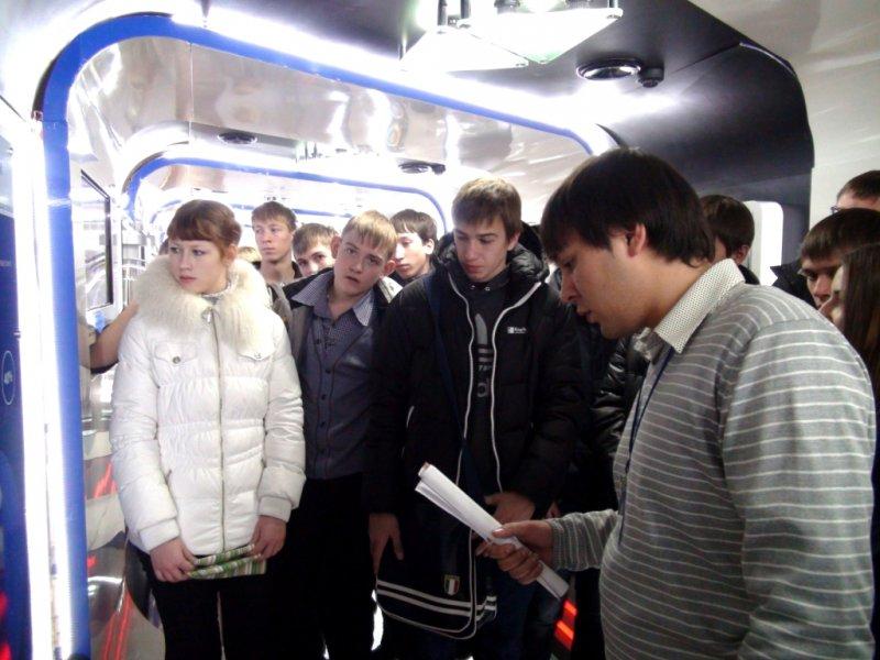 Фото к Более трех тысяч человек посетили «Поезд инноваций» в Красноярске