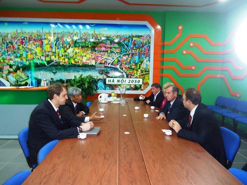 Фото к Делегация Государственной Думы РФ посетила информационный центр по атомной энергии в Ханое
