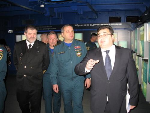 Фото к Министр МЧС России посетил информационный центр по атомной энергии в Мурманске