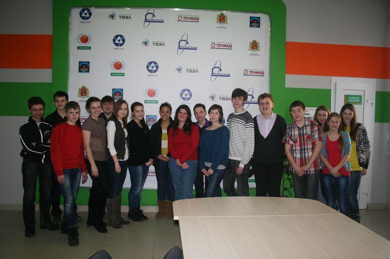 Фото к Американские и владимирские волонтеры обменялись опытом в информационном центре по атомной энергии