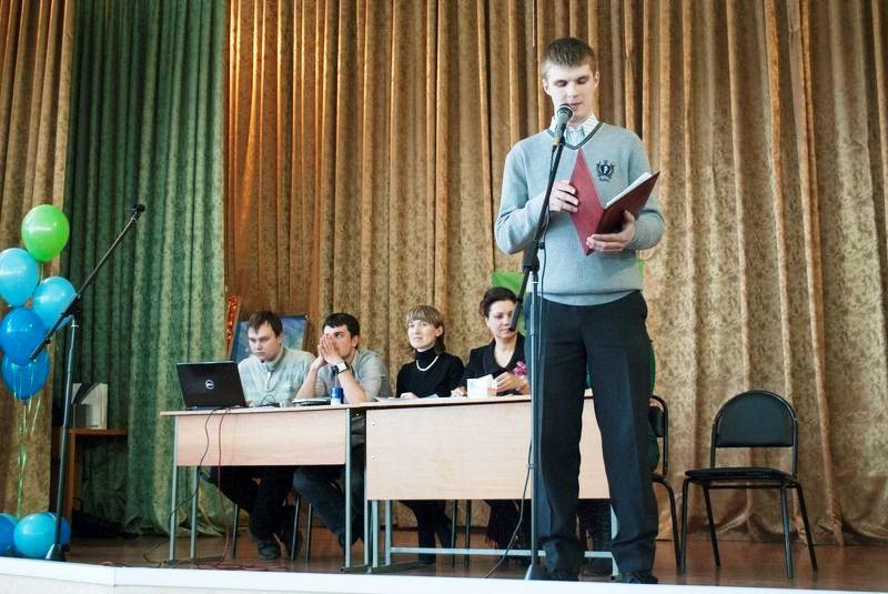 Фото к 12 студенческих команд приняли участие в турнире по спортивному «Что? Где? Когда?» в информационном центре Владимира