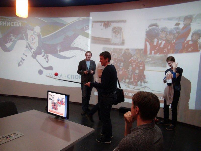 Фото к Хоккеисты  клуба «Енисей» провели олимпийский урок в информационном центре по атомной энергии Красноярска