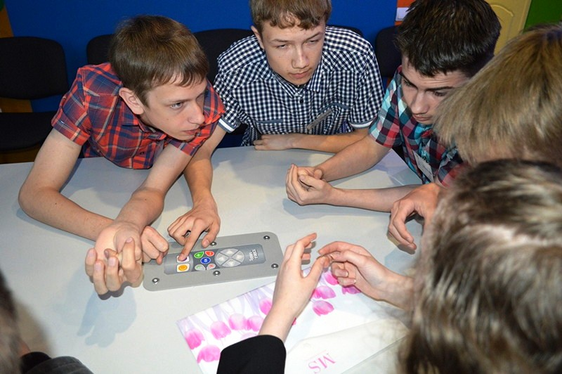 Фото к Первая серия интеллектуальных игр «Атомные знатоки» для старшеклассников завершилась в Смоленске