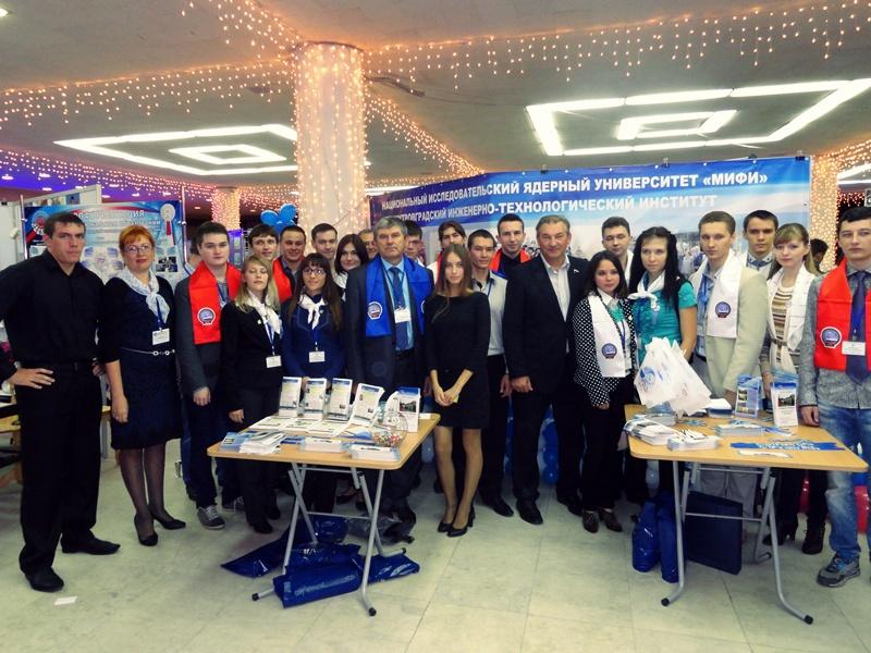 Фото к Около шести тысяч человек посетили экспозицию информационного центра по атомной энергии Ульяновска на съезде «Координаты взлета-2014»
