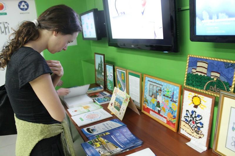 Фото к Выставка конкурсных работ «Мы — дети Атомграда» проходит в информационном центре Санкт-Петербурга