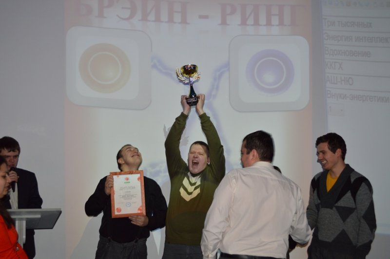 Фото к В Смоленске назвали лучших игроков интеллектуальных игр «Что? Где? Когда?» среди молодых энергетиков