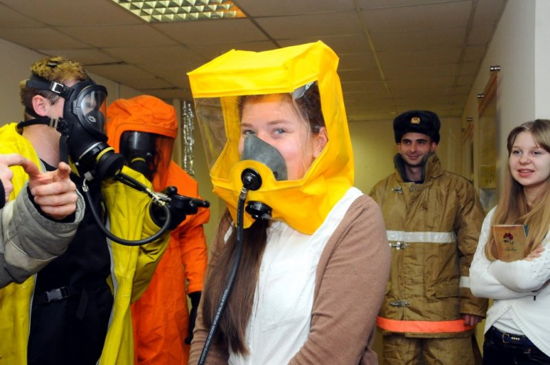 Фото к Безопасная экскурсия: школьники Новосибирска посетили ОАО «НЗХК» в канун Дня спасателя