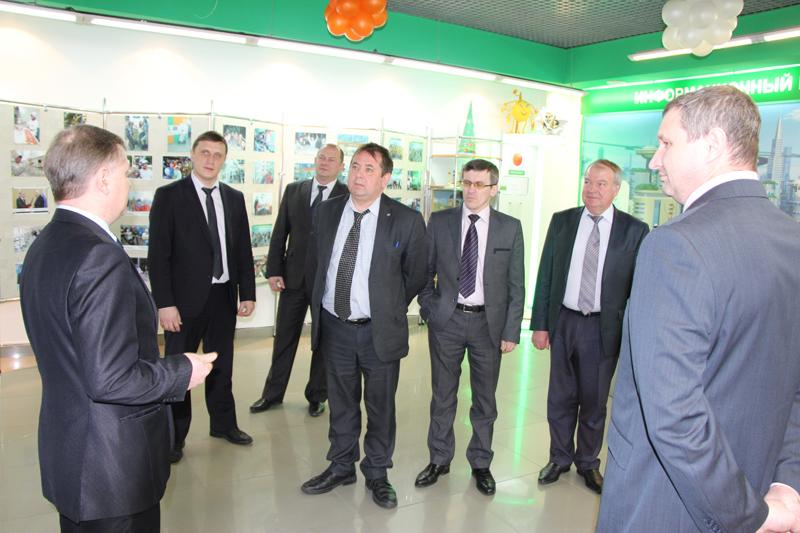 Фото к Делегация Ангарского электролизного химического комбината посетила информационный центр по атомной энергии Томска