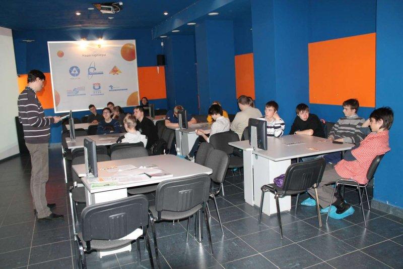 Фото к Школьники обсудили «исчезающие» профессии в информационном центре по атомной энергии Челябинска