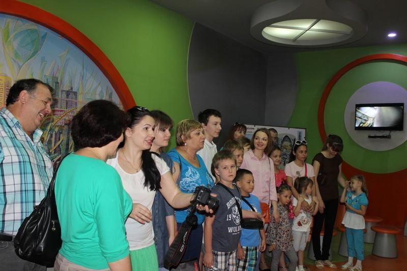 Фото к Сотрудники российского посольства в Бангладеш посетили информационный центр по атомной энергии в Дакке