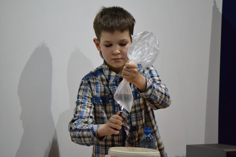 Фото к Юные экспериментаторы Воронежской области продемонстрировали результаты собственных открытий в информационном центре по атомной энергии