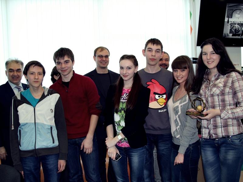 Фото к «Формула интеллекта»: Обладатель «Хрустальной Совы» поделился опытом с игроками школьных команд Ульяновска