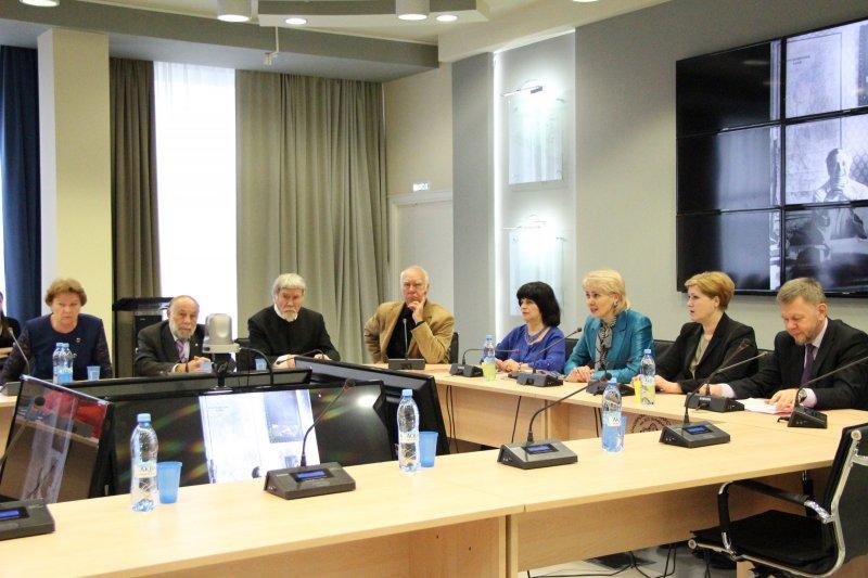 Фото к Астафьевские чтения, посвященные 90-летию писателя, открылись в красноярском информцентре по атомной энергии