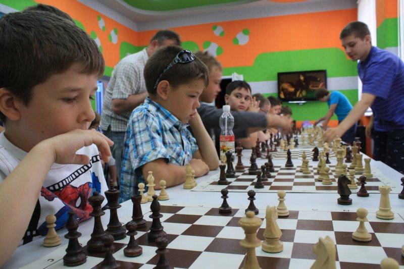 Фото к Обыграть Карпова: в День шахмат в калининградском ИЦАЭ прошел сеанс одновременной игры с участием лучших спортсменов региона