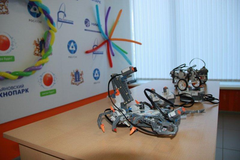 Фото к Клуб робототехники открылся в ульяновском информационном центре по атомной энергии