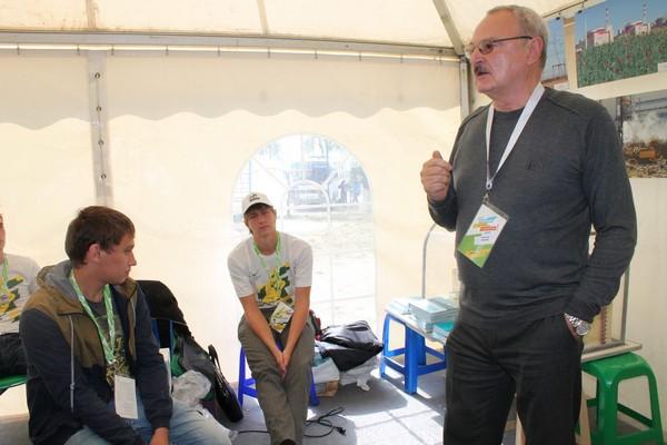 Фото к Участники молодежного форума «Ростов-2014. Твой мир в движении!» встретились с представителями Ростовской АЭС и ИЦАЭ