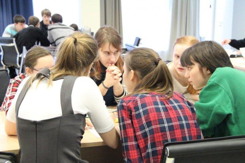 Фото к «Первый шаг в атомный проект» в режиме онлайн: ИЦАЭ Томска, Новосибирска и Красноярска объединили юных интеллектуалов Сибири