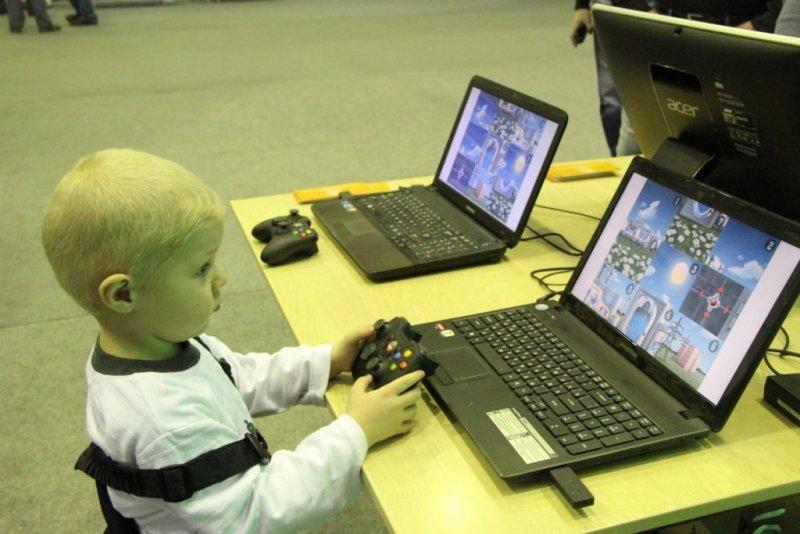 Фото к «Роботех. Мирный атом»: ИЦАЭ Красноярска представил свою площадку на краевом чемпионате по робототехнике