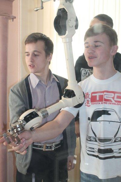 Фото к История и подвиг «Маяка»: ИЦАЭ Челябинска организовал «атомную» экскурсию для старшеклассников на легендарное производственное объединение