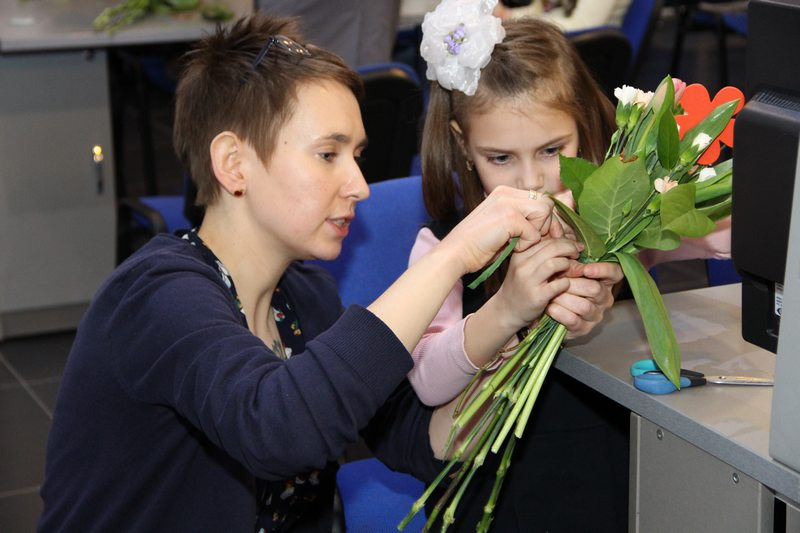 Фото к Первые весенние цветы для любимых мам расцвели в ИЦАЭ Нижнего Новгорода