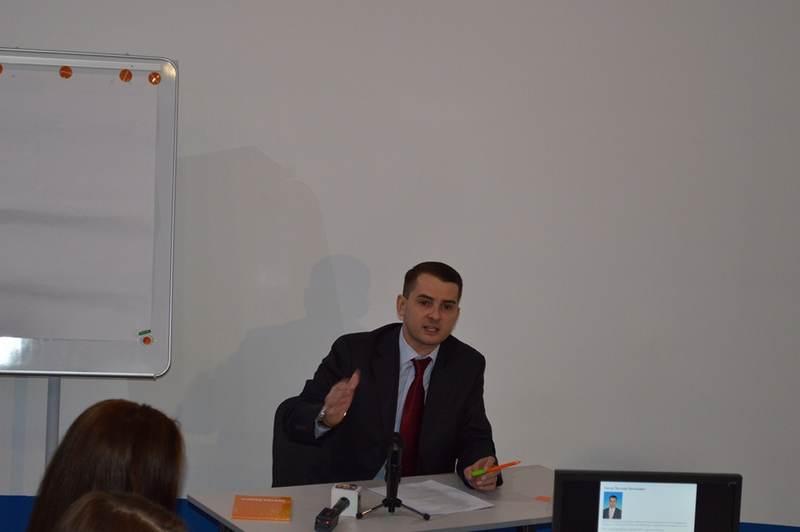 Фото к Депутат Государственной Думы РФ встретился с молодыми журналистами в ИЦАЭ Смоленска