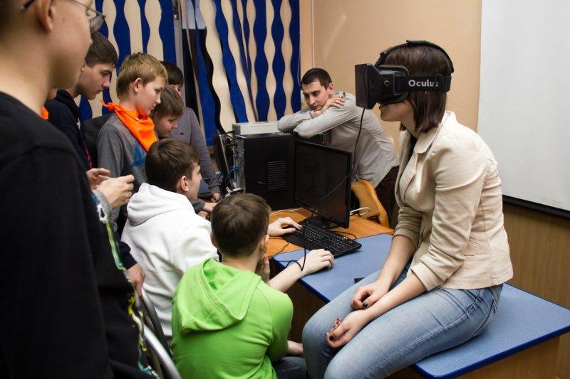 Фото к Мир на ладони: в Саратове прошла олимпиада по мобильным технологиям «Хакатон 2015»