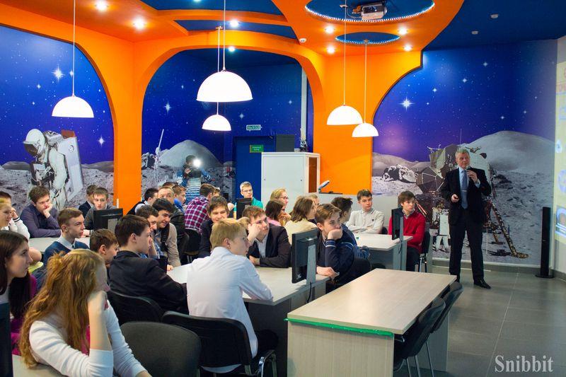 Фото к Профессия — космонавт: владимирские школьники встретились с космонавтом-испытателем Олегом Новицким