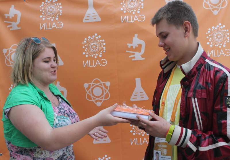 Фото к Губернатор Ростовской области познакомился с приложением «АЭС на ладони»