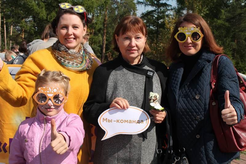 Фото к День города в Челябинске: парад профессий и общественно-политический вернисаж