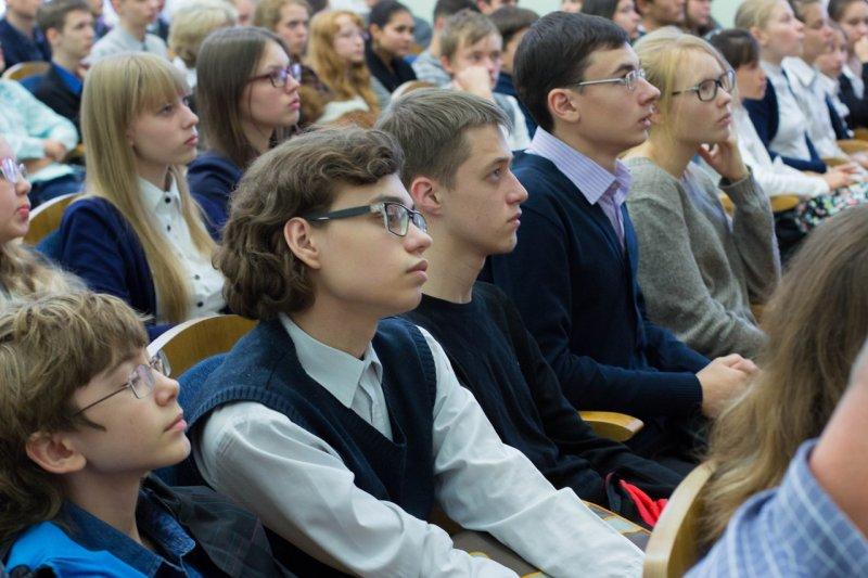 Фото к Наука с wow-эффектом: Артем Оганов прочитал лекции в Екатеринбурге