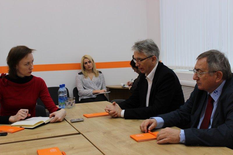 Фото к Венгерские политики заявили о необходимости информационного центра по атомной энергии