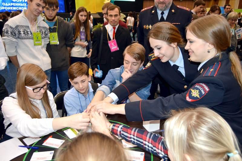 Фото к Космонавтика будущего: ИЦАЭ Воронежа принял участие в первом областном форуме одаренных детей