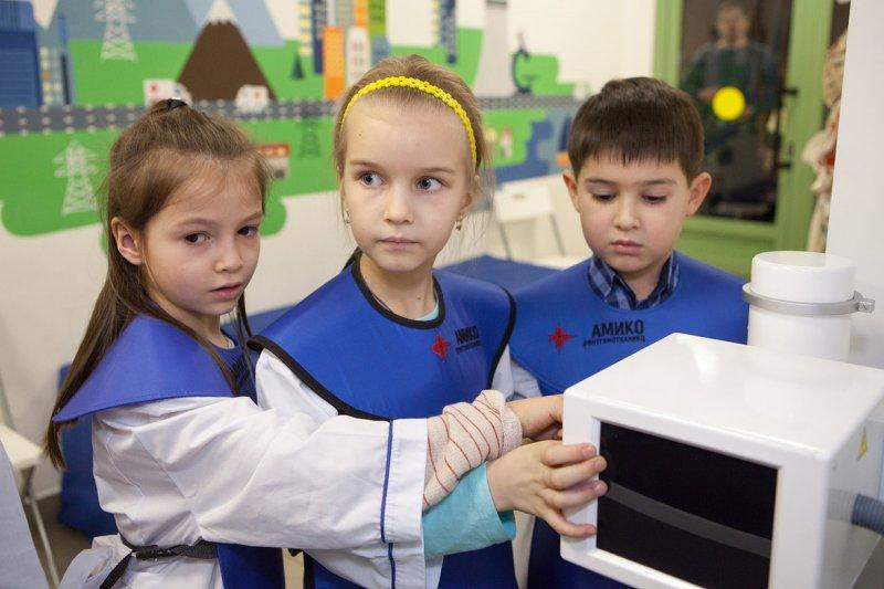 Фото к Более сотни детей сотрудников Росатома посетили мастерские Госкорпорации в преддверии Дня Науки