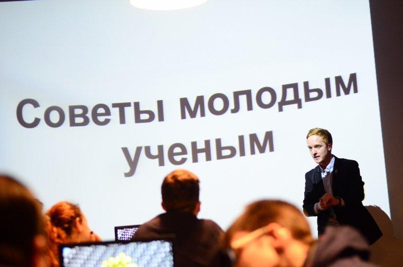 Фото к На научном Stand Up в  Екатеринбурге определили, что важнее — информация, золото или наука