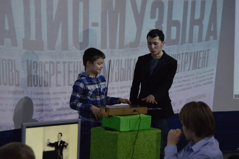 Фото к Наука сквозь призму музыки: в Воронеже выступил Петр Термен