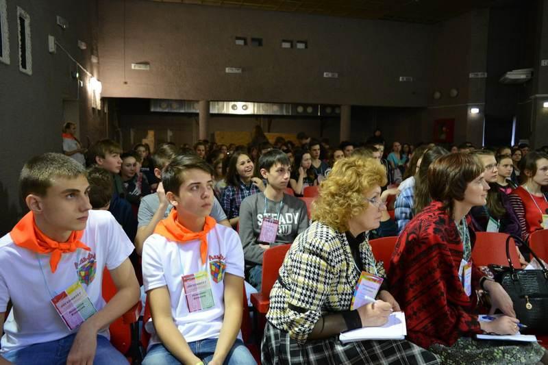 Фото к «Успешный лидер 74»: на форуме «Территория инициативной молодежи» школьники разработали свой портал