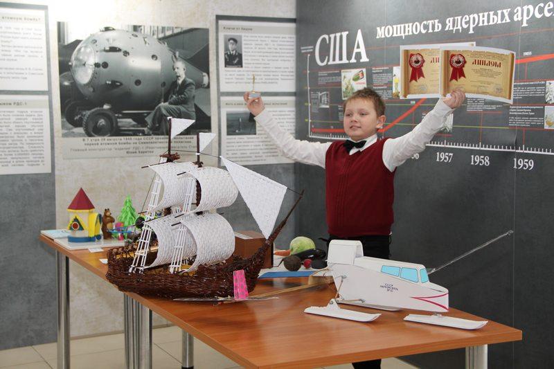 Фото к «Сам себе Кулибин»: в ИЦАЭ подвели итоги конкурса лучших «космических» работ юных нижегородцев