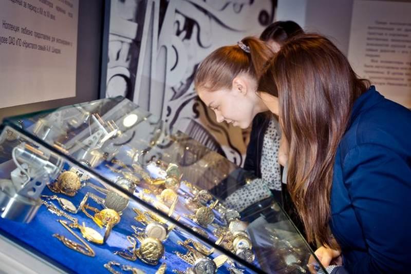 Фото к Смоленские школьники побывали  в сердце бриллиантового завода