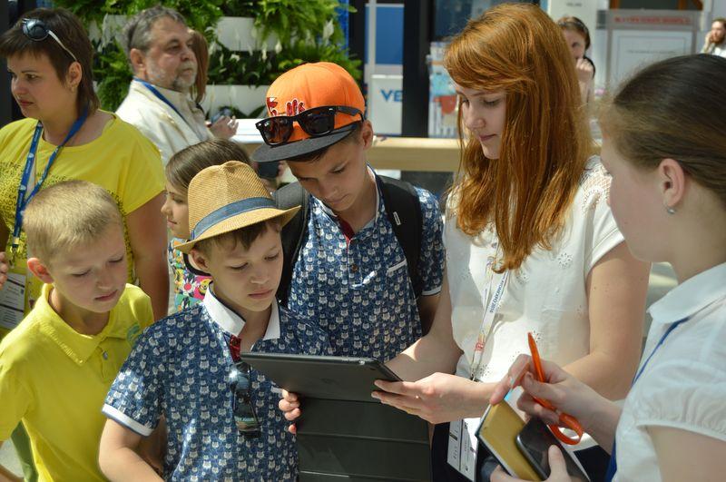 Фото к Более полутора тысяч посетителей познакомились с образовательными технологиями Росатома на «АТОМЭКСПО-2016»