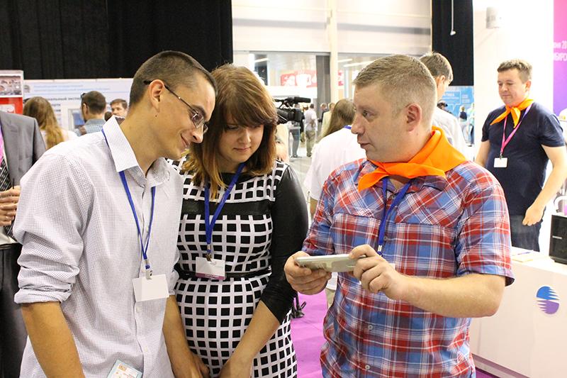 Фото к Участники международного форума «Технопром» оценили работу ИЦАЭ на стенде НЗХК