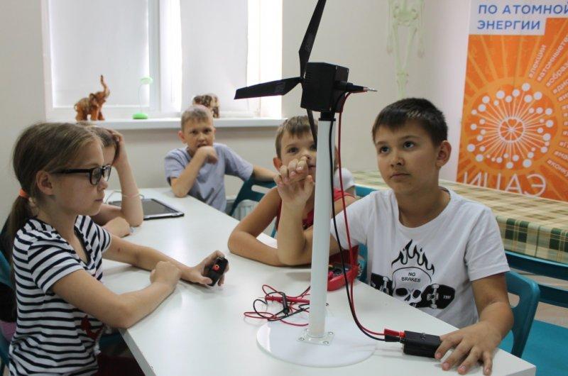 Фото к Ростовские школьники выяснили, почему плачут дельфины и зачем зайцу длинные уши