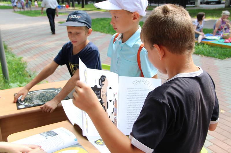 Фото к «Профессии атомной отрасли»: в «Читающем сквере на Звездинке» презентовали книжку-раскраску